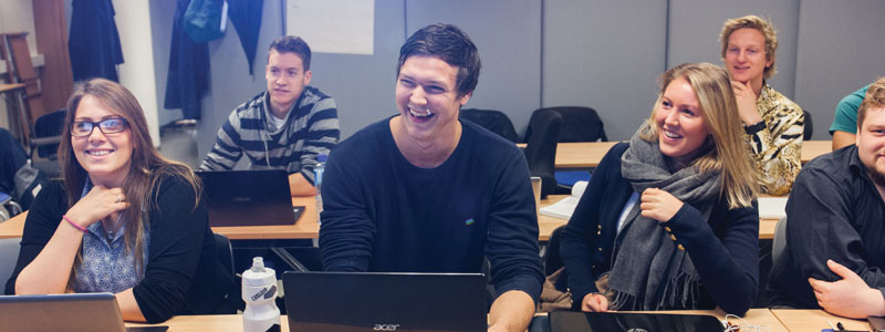 Master-IKT_Studenter_Undervisning_Glad